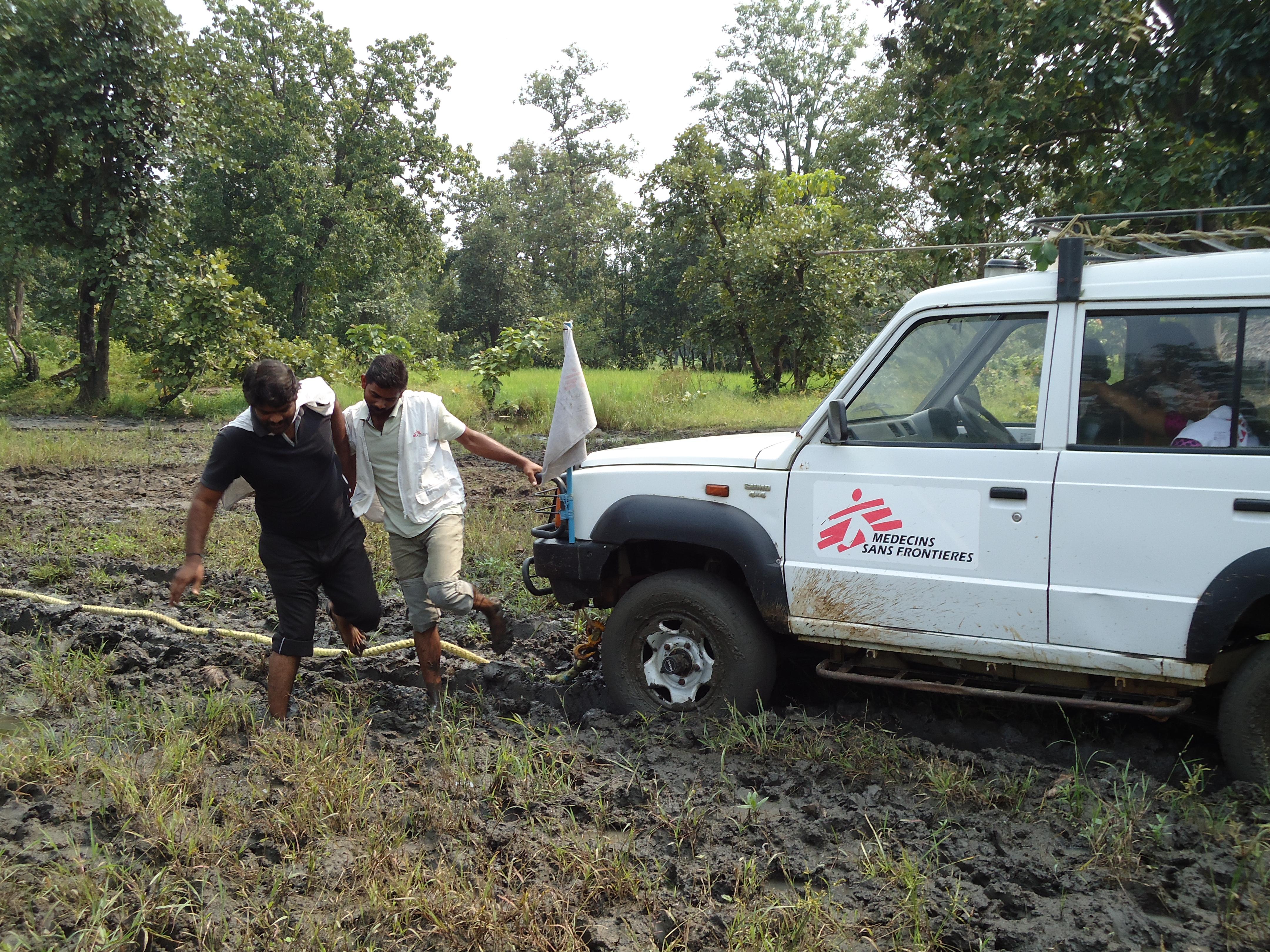 Une voiture MSF coincée en Inde