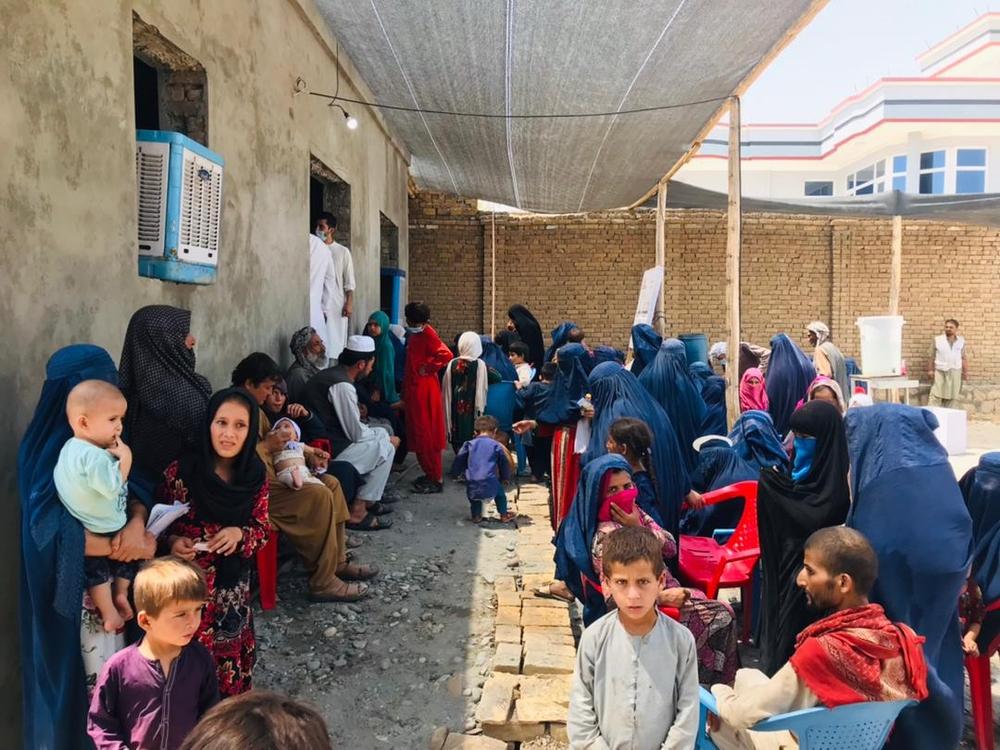 In en rond de stad Kunduz wordt hevig gevochten. Voor de vele mensen op de vlucht, richtten we een tijdelijke kliniek op. Maar liefst 3.400 medische consulten voerden we uit in de eerste 12 dagen.