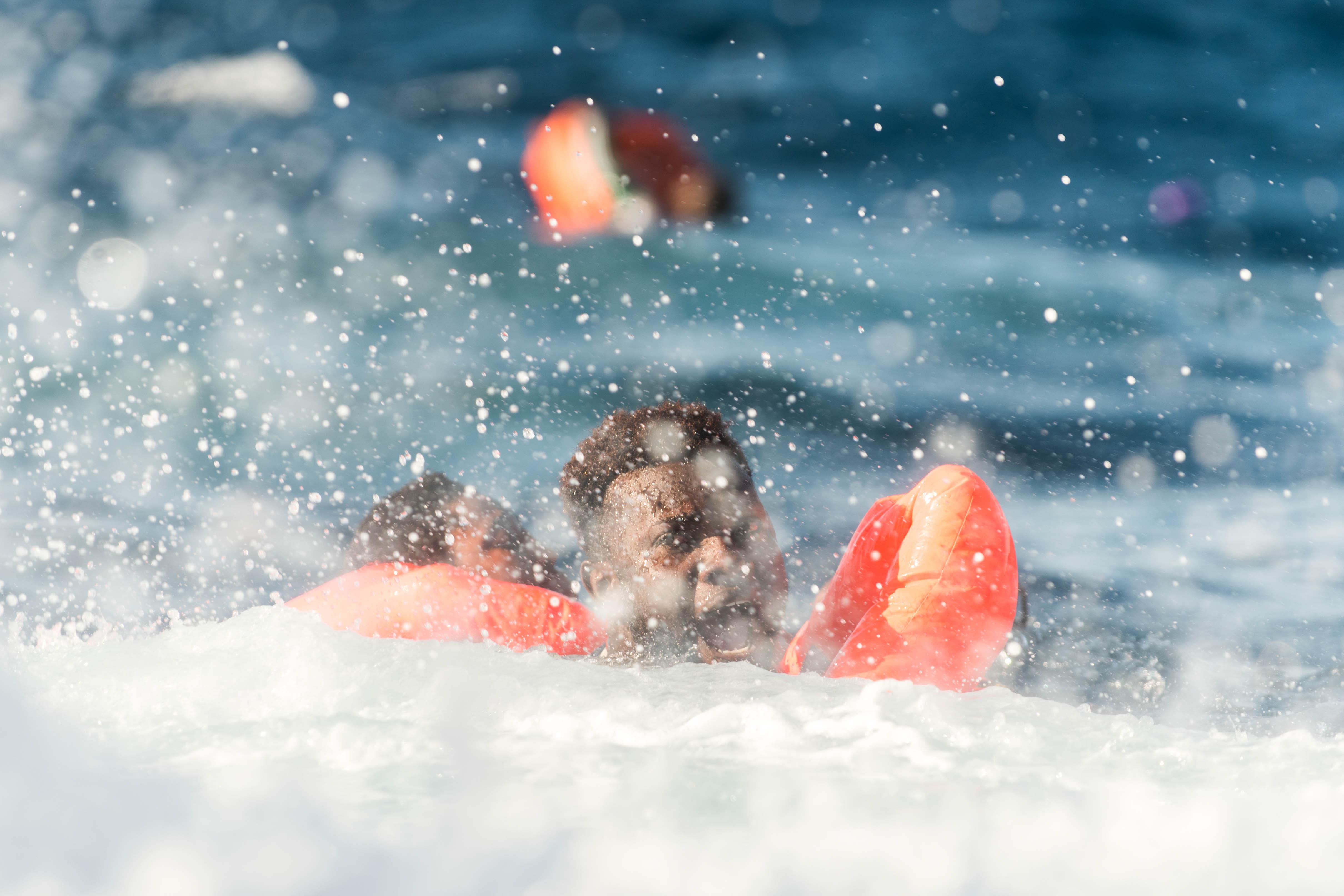 Le 27 janvier 2018, l'Aquarius a secouru 99 personnes en Méditerranée. Quand le bateau est arrivé sur le lieu du naufrage, des dizaines de personnes étaient déjà à l'eau. Un nombre indéterminé d'hommes, de femmes et d'enfants sont portés disparus, présumés noyés.  © Laurin Schmid/SOS Méditerranée, 27 janvier 2018