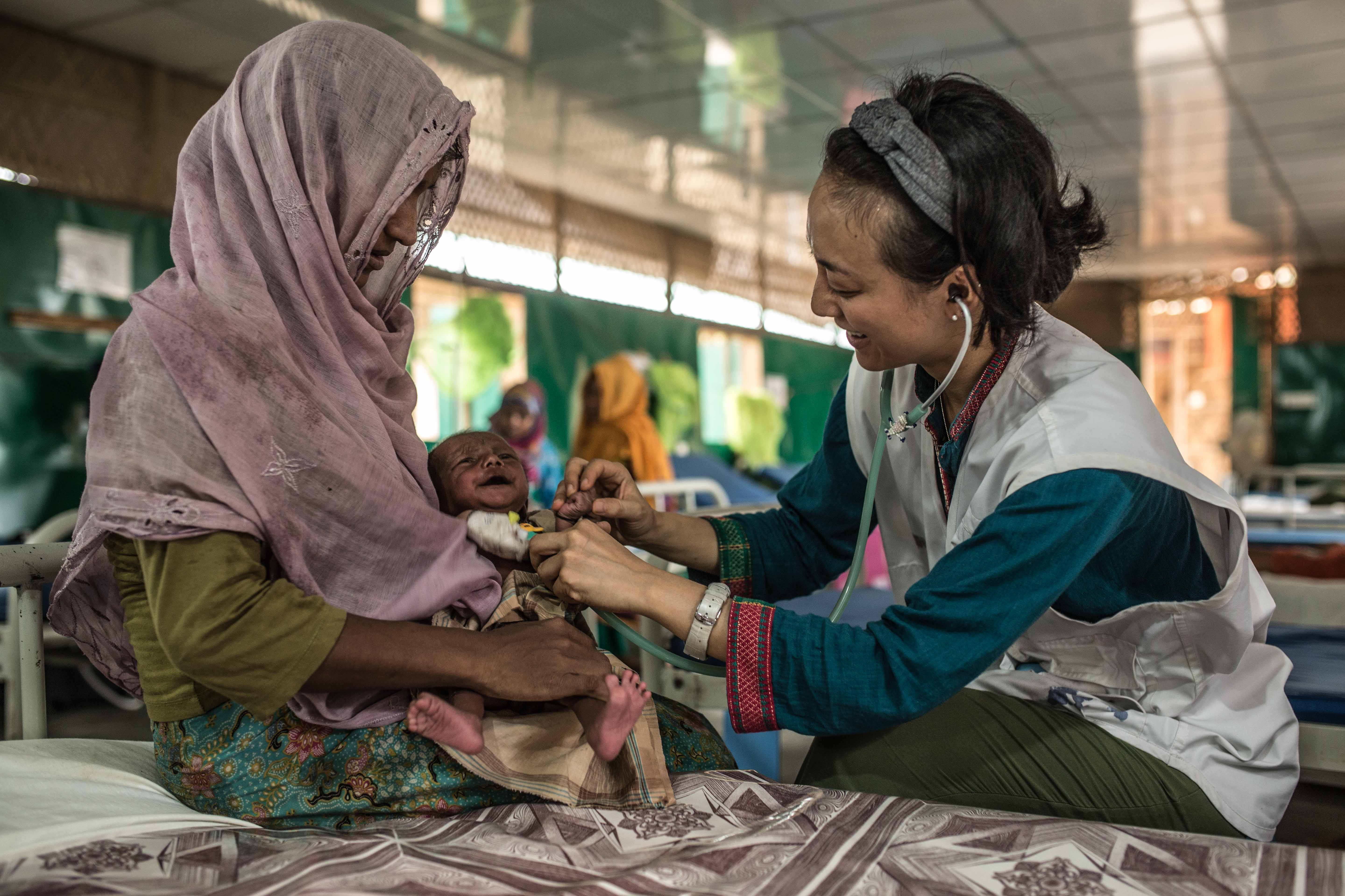 © Pablo Tosco/Angular  Rozia and her two-month-old son Zubair receive care in the MSF hospital in Goyalmara, Rohingya refugee camp in south-eastern Bangladesh.