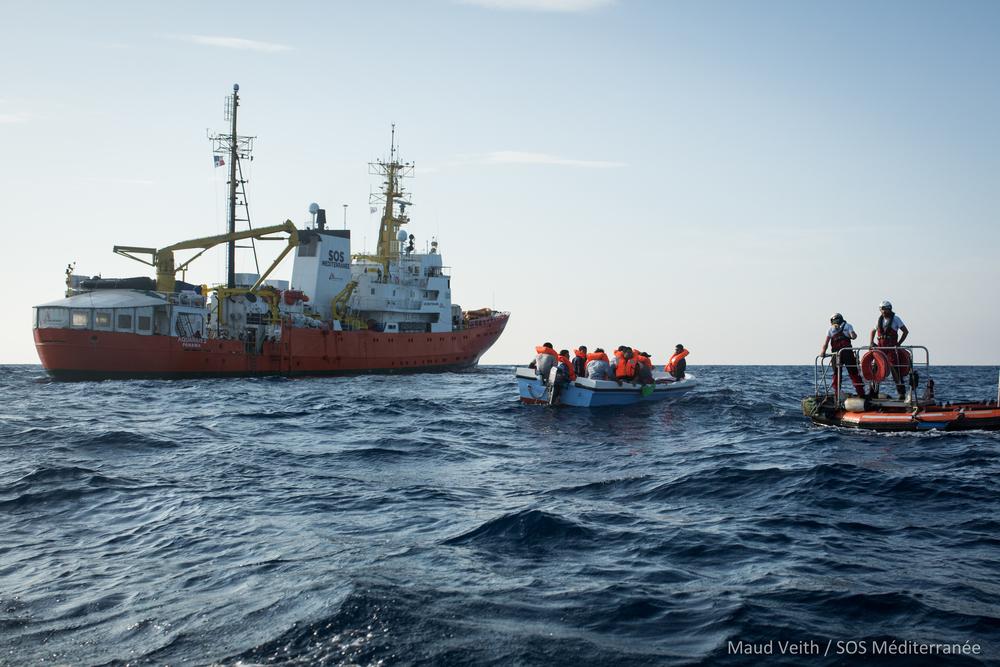 De Aquarius bij één van haar reddingsoperaties op de Middellandse Zee, in september 2018.