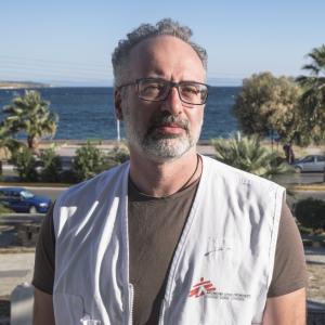 Klinisch psychiater voor Artsen Zonder Grenzen in Lesbos. © Massimo Barberio