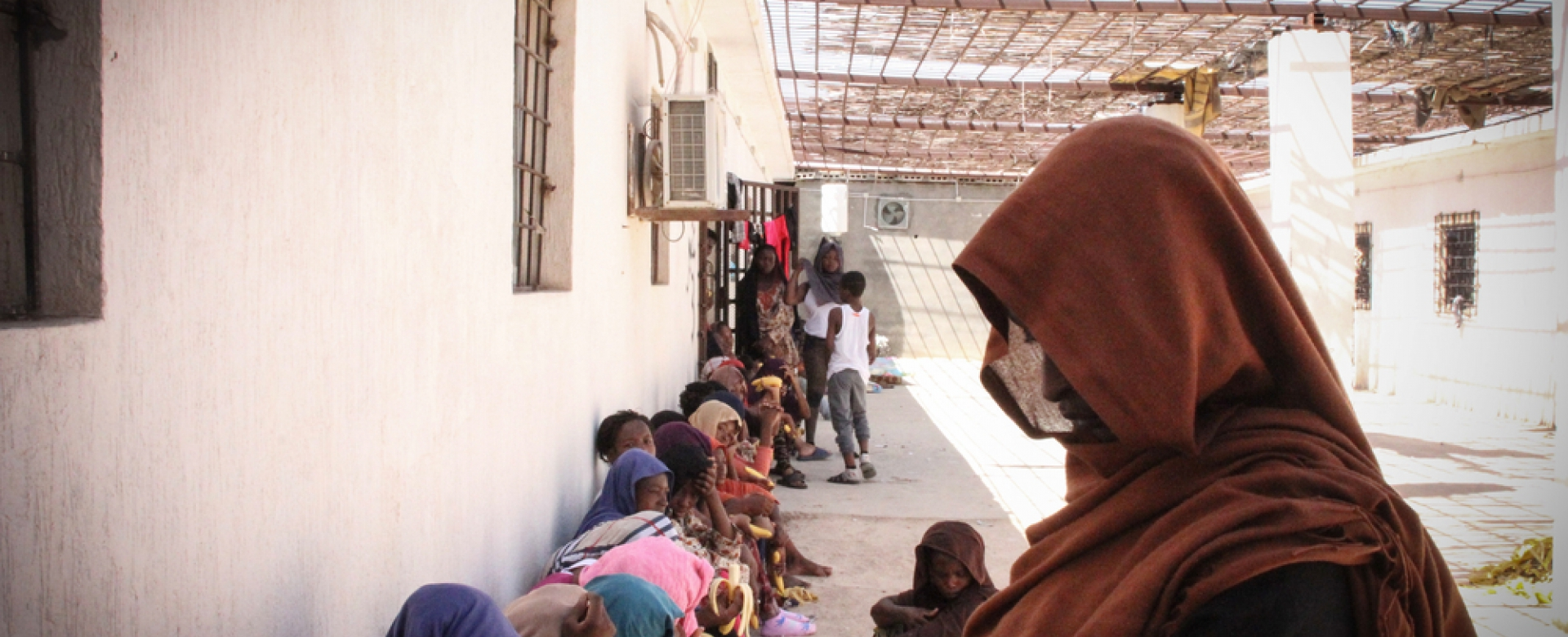 Vrouwen en kinderen in een Libisch detentiecentrum