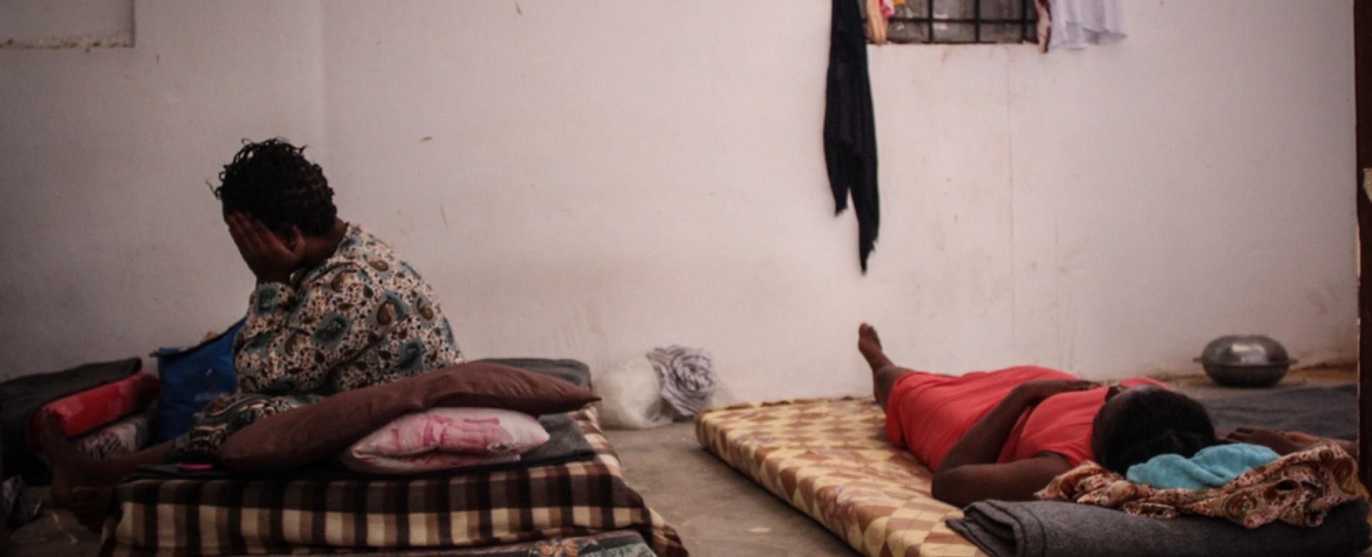 Des femmes dans un cellule d'un centre de détention en Libye