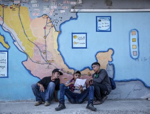 Opvangcentra langs de vluchtroutes vangen daeglijks duizenden migranten op