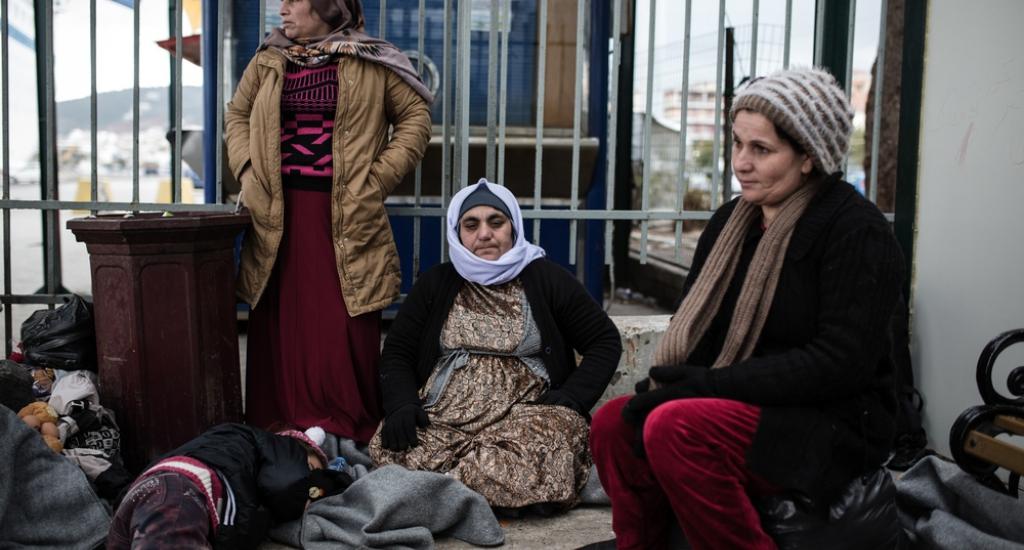Des femmes et des enfants dans le camp de Moria à Lesbos
