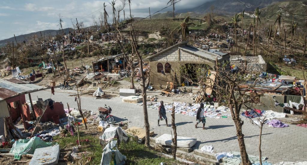 La ville de Roche-a-Bateau dévastée suite à l'ouragan Matthew © Andrew McConnell. MSF. Haïti, 2016.