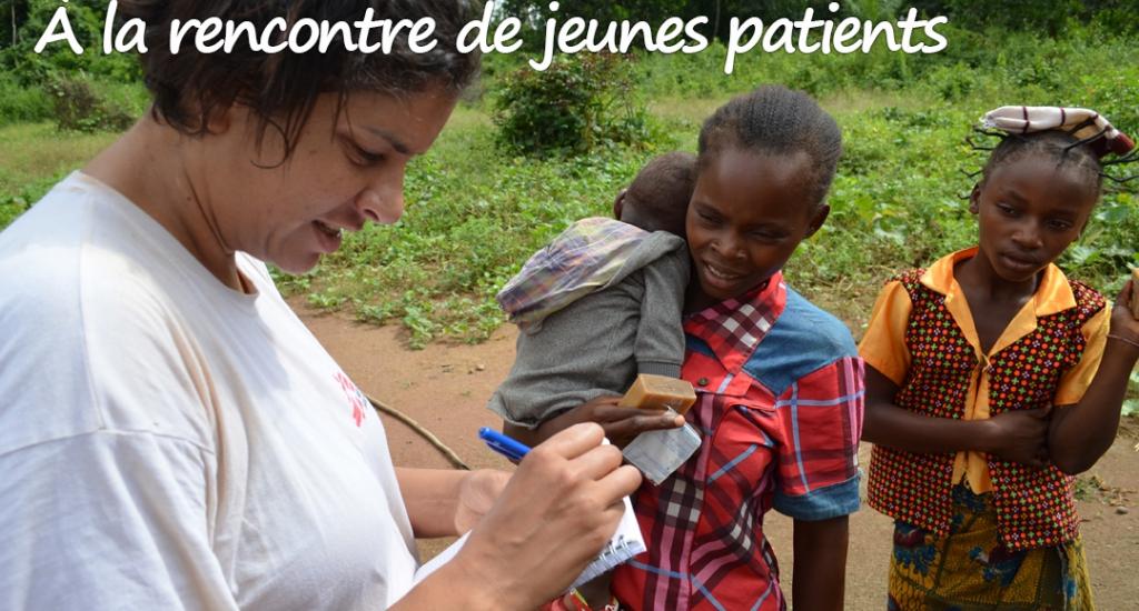 Solenn à la rencontre de patients à Bangassou