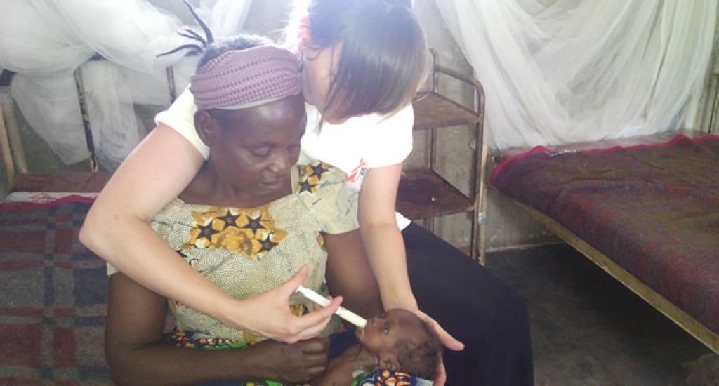 Cecile in Bili, DR Congo op de afdeling voor ondervoede kinderen