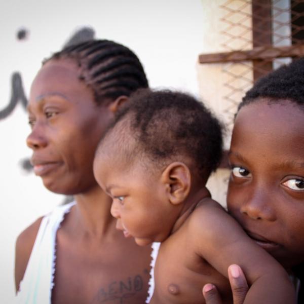 Een jongen van 10 is samen met zijn moeder en zusje gered uit de Middellandse Zee